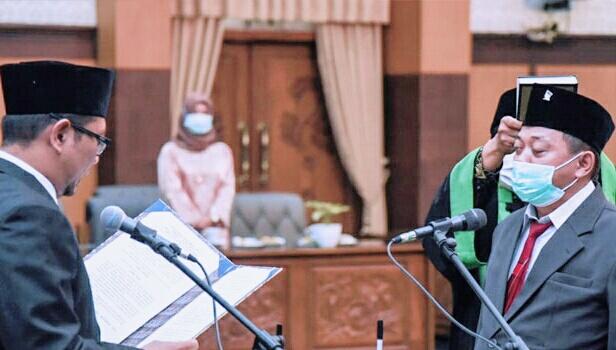 Maju Pilkada, Eko Hariyono Resmi Gantikan Posisi DPRD Banyuwangi, Sugirah
